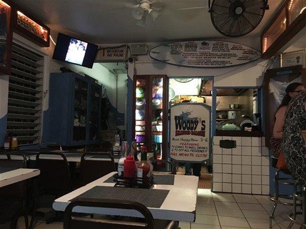 Woody's Bar St. John